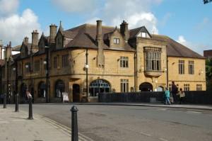 The Kings Head Inn, I think we'll head inn for a BEER